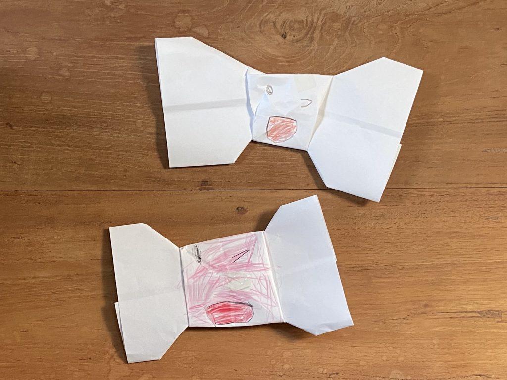娘(三歳)が折った、りぼんの形の折り紙