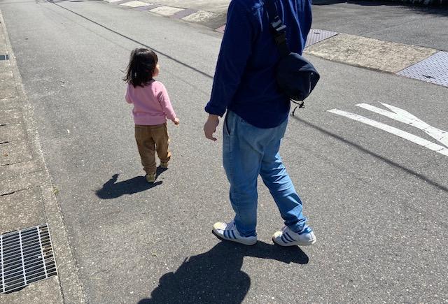 家族で散歩しているところ。