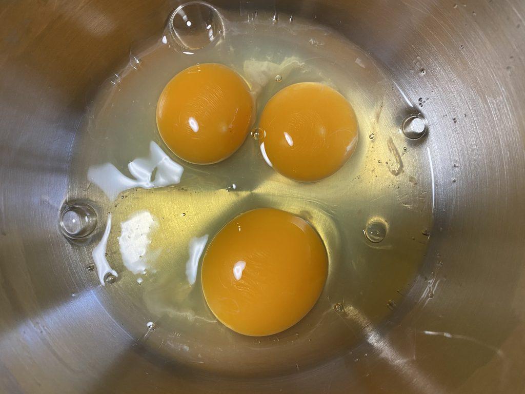 割ったら双子だった卵
