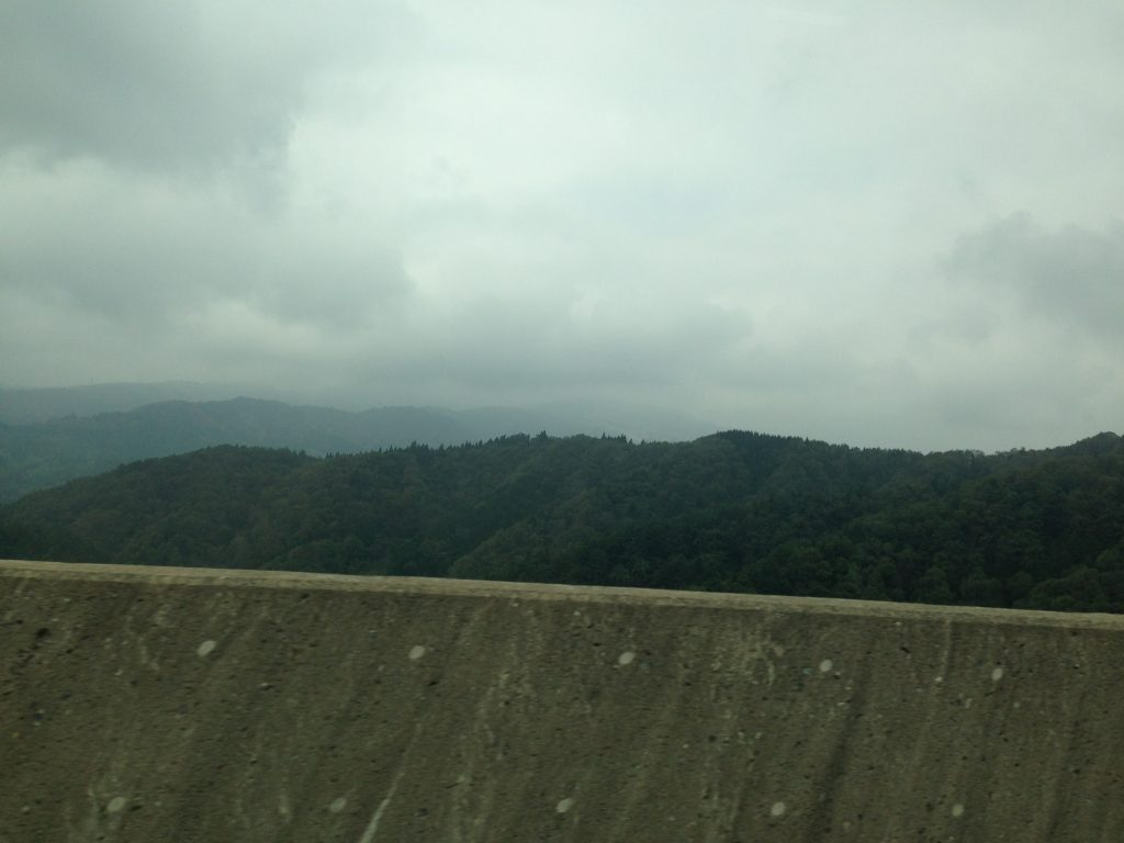 2014年、高山に向かう道すがら、車窓から撮った写真