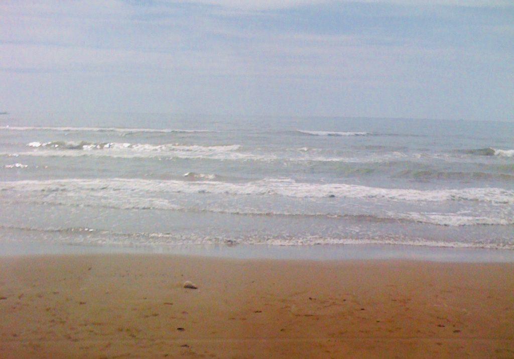 海と砂浜。
